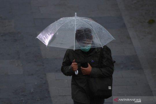 Hujan ringan bayangi wilayah Jakarta pada Jumat pagi hingga sore