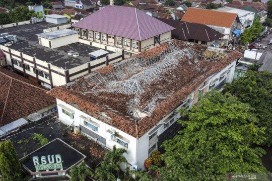 Atap bangunan RSUD Ciamis ambruk