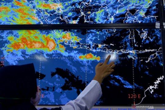 BMKG: Waspada potensi cuaca ektrem dan banjir masih membayangi