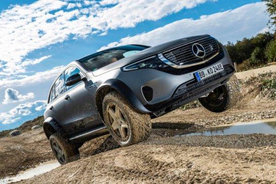 """Mercedes-Benz kenalkan mobil listrik """"off-road"""" EQC"""