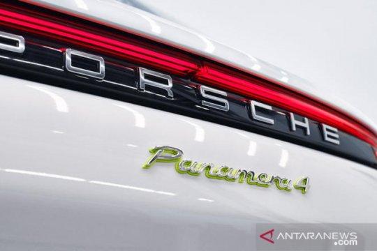 Porsche luncurkan Panamera Turbo E-Hybrid bermesin Biturbo