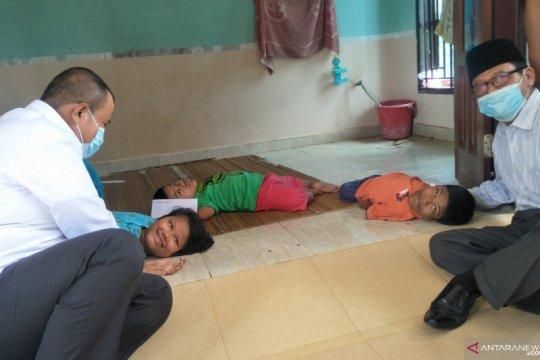 Tiga saudara rapuh tulang di Pariaman akan mendapat bantuan tiap bulan
