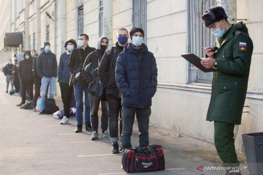 Melihat proses perekrutan tentara Rusia