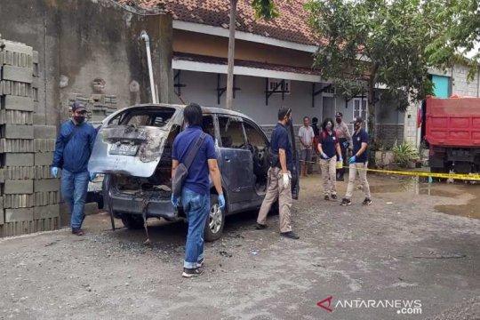 Polisi dalami kasus pembunuhan perempuan di mobil terbakar