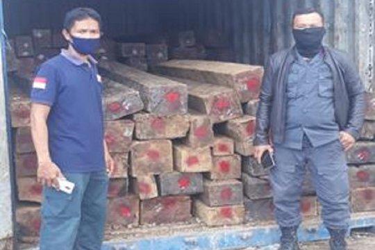 Berkas perkara kayu hitam olahan ilegal dilimpahkan  ke Kejari Kendari