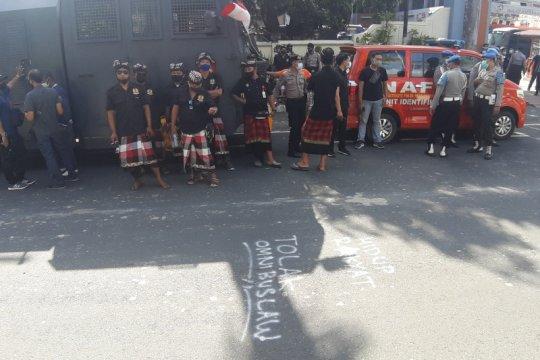 Polisi libatkan pecalang dalam pengamanan unjuk rasa tolak UU Ciptaker