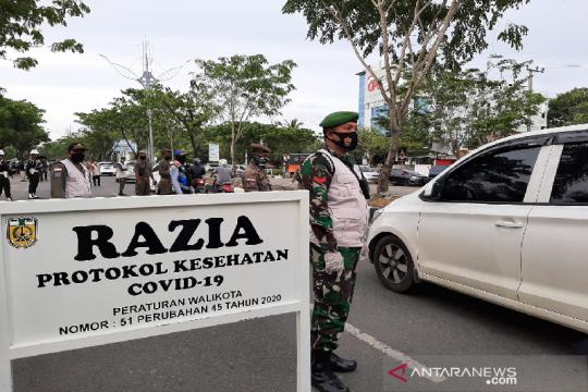 Warga pelanggar promosi kesehatan di Aceh dihukum menyapu jalan