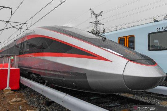 Kereta cepat tipe baru dengan kecepatan 400 km per jam