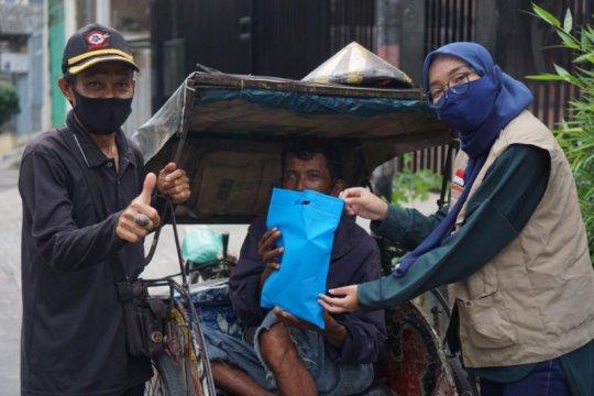 400 tukang becak Jakarta Utara terima bantuan APD