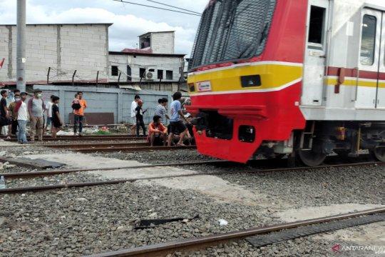 Dua orang tewas akibat kecelakaan di rel kereta Kampung Bahari