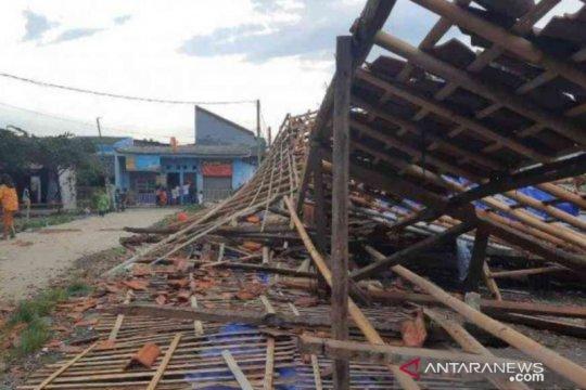 109 rumah warga Bekasi rusak diterjang puting beliung