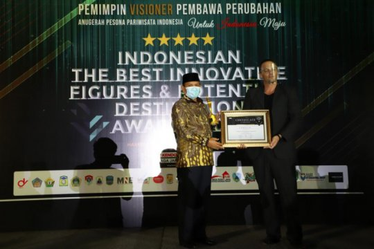 Bupati Aceh Besar meraih penghargaan Innovative Figures