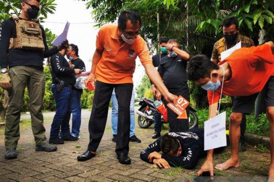 12 adegan diperagakan dalam rekonstruksi kasus pengeroyokan polisi