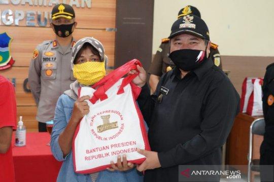 Korban banjir bandang di Garut dapat bantuan pangan dari Presiden