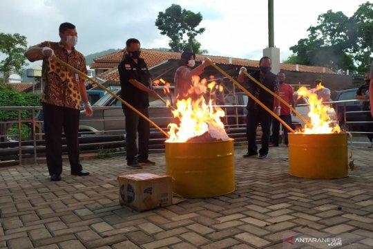 Kejari Kabupaten Bandung musnahkan barang bukti dari 579 perkara