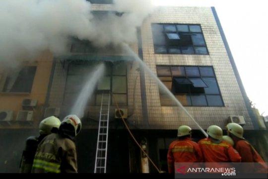 65 personel diturunkan padamkan kebakaran ruko di Jakarta Pusat