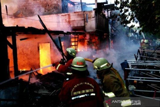 Dinas Sosial bantu warga korban kebakaran di Kelapa Gading