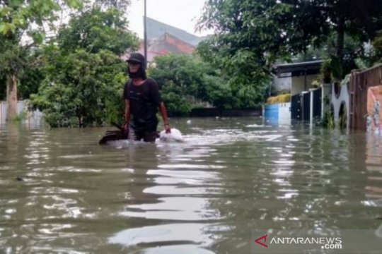 Warga terdampak banjir di Kota Bogor dievakuasi