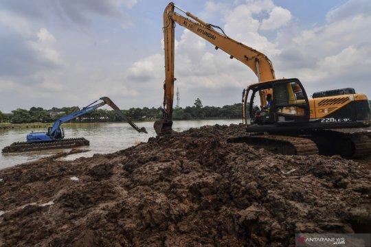Pengerukan lumpur Setu Babakan