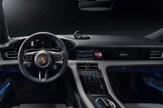Porsche Taycan jadi mobil listrik pertama dengan Apple Podcasts