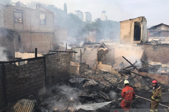Motor terpakir di permukiman dekat Mal Senayan City hangus terbakar
