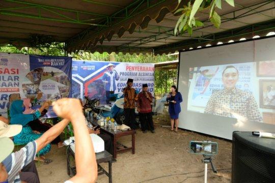 Ibas serahkan bantuan pertanian di Dapil Jatim