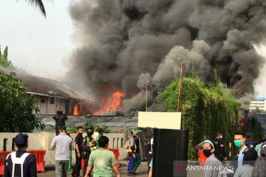 Kebakaran terjadi di lapangan parkir Mal Senayan City