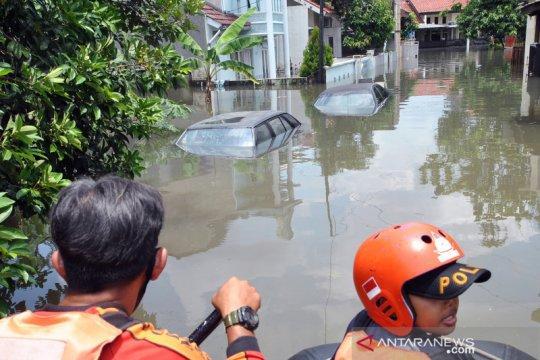 Banjir rendam perumahan griya cimanggu indah di Bogor