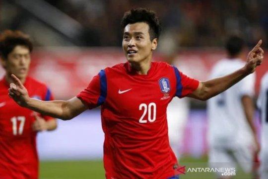 Striker Korea Selatan Lee Dong-gook bakal pensiun akhir musim ini