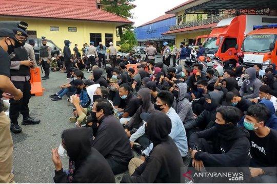 Polda Kalsel tetapkan dua mahasiswa tersangka unjuk rasa malam hari