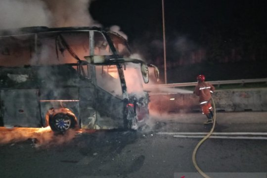 Bus Jakarta-Wonogiri terbakar di KM15 Tol Jagorawi