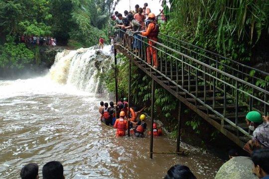 Seorang santri meninggal, 1 hilang terseret air bah di Lombok Barat