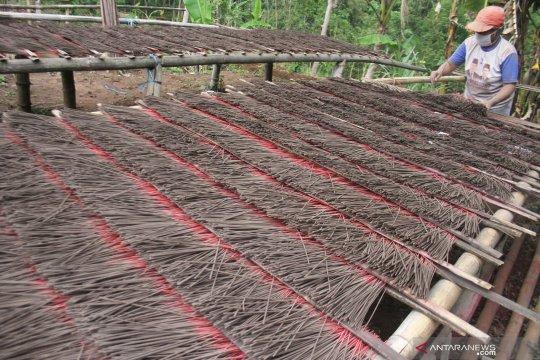 Industri rumahan dupa mulai tingkatkan jumlah produksi