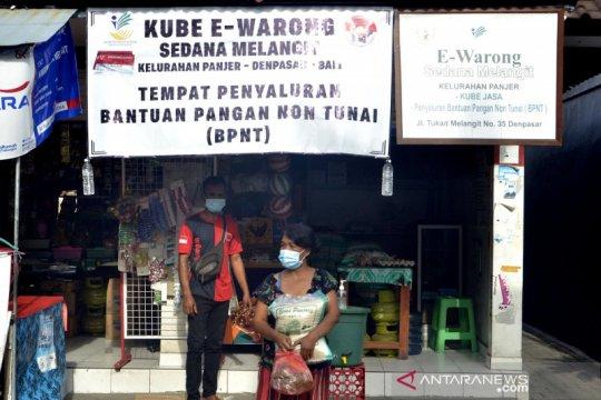 Pembelian sembako di e-Warong Denpasar