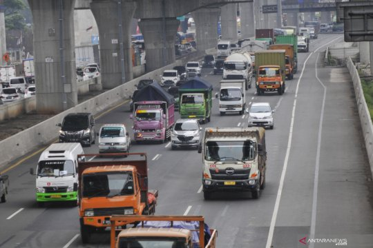 "Petugas terapkan ""contra flow"" di Tol Jakarta-Cikampek"