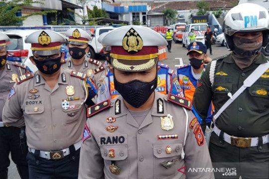 Ribuan kendaraan padati Bandung, Polisi akan derek parkir liar