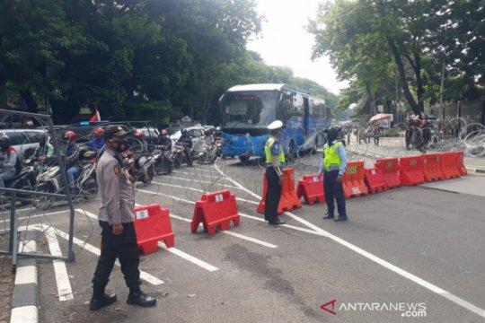 TransJakarta modifikasi 5 rute layanan akibat aksi di Patung Kuda