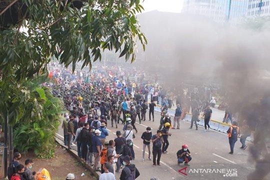 TNI kembali kawal massa tak dikenal bubarkan diri di Patung Kuda