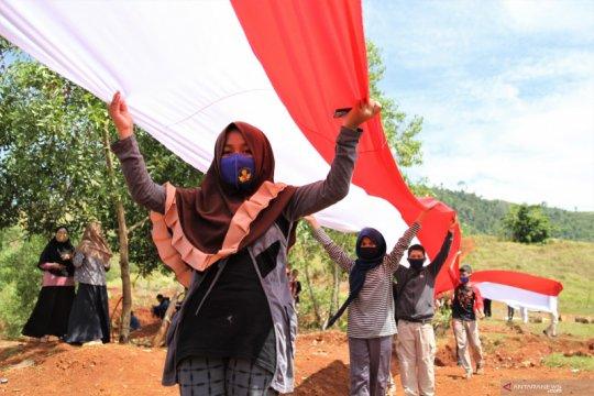 Pembentangan bendera merah putih sepanjang 200 M