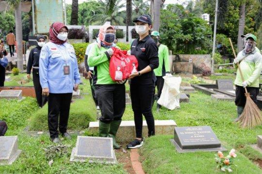 Kemensos salurkan ribuan bansos kepada petugas pemakaman