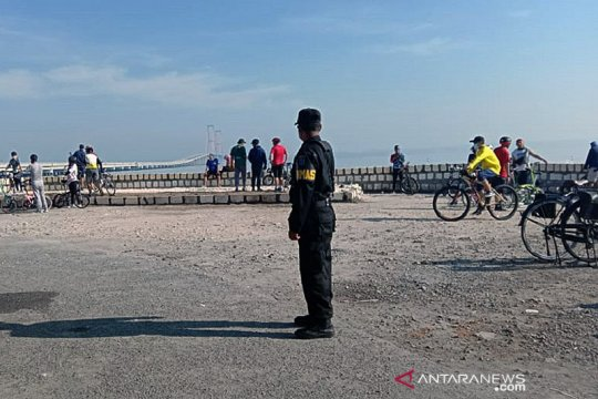 Tim Swab Hunter Surabaya awasi tempat wisata dan ruang publik