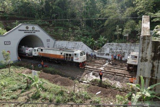 Longsor ganggu perjalanan kereta api di Banyumas