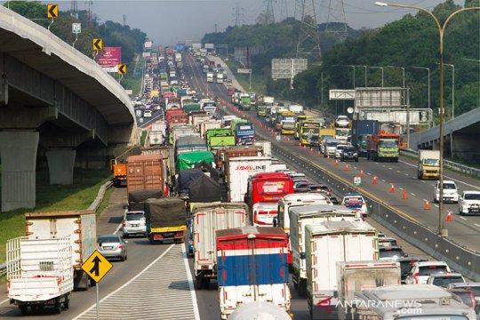 254.673 kendaraan tinggalkan Jakarta lewat Cikampek pada libur panjang