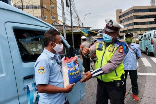 Operasi Zebra 2020, sejumlah Polres di DKI bagikan bansos dan masker