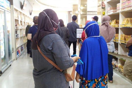 Wisatawan padati toko oleh-oleh di Bandarlampung
