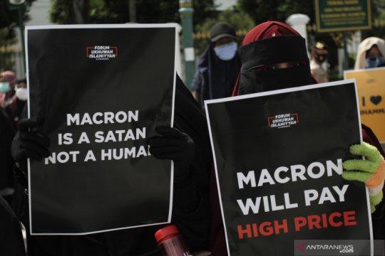 Puluhan ribu Muslim protes pernyataan presiden Prancis
