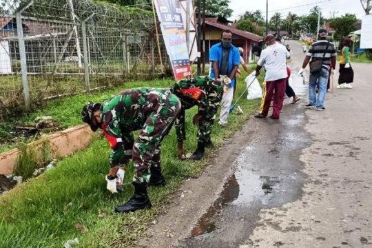 Bersih lingkungan digelar TNI-Polri-KNPI di Boven Digoel-Papua