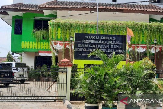 Sudin Dukcapil Jaksel tetap membuka layanan administrasi kependudukan