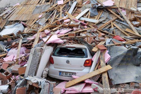 Gempa guncang Turki, petugas dan warga cari korban di reruntuhan bangunan