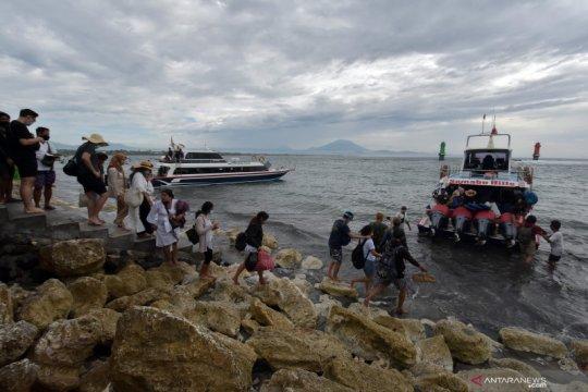 Aktivitas penyeberangan di Pelabuhan Sanur Bali
